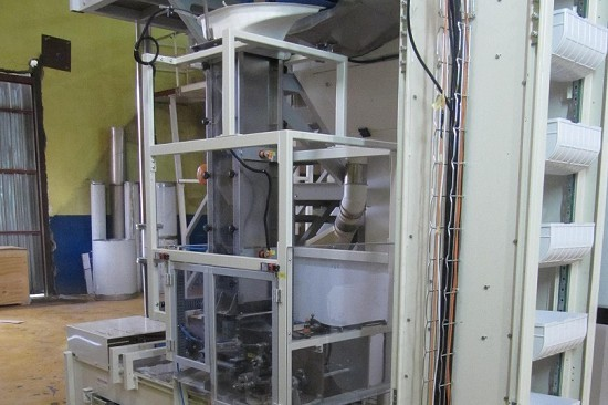 Transport and dosing systems for long-cut pasta